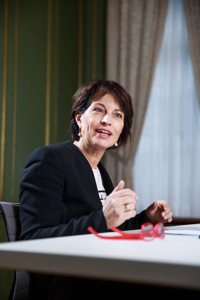 Bundespäsidentin Doris Leuthard im Gespräch mit Geothermie-Schweiz © Marco Zanoni / Lunax